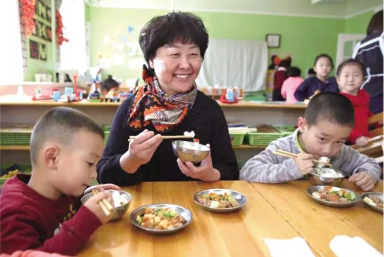 房山区幼儿园建立集中用餐陪餐制度