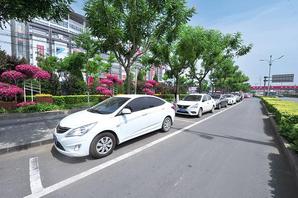 房山区各街道新增785个路侧停车位