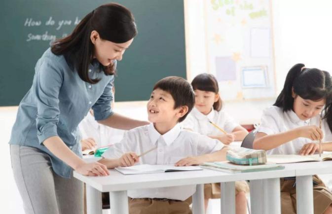 在暑假家长让小学生应不应该报辅导班呢