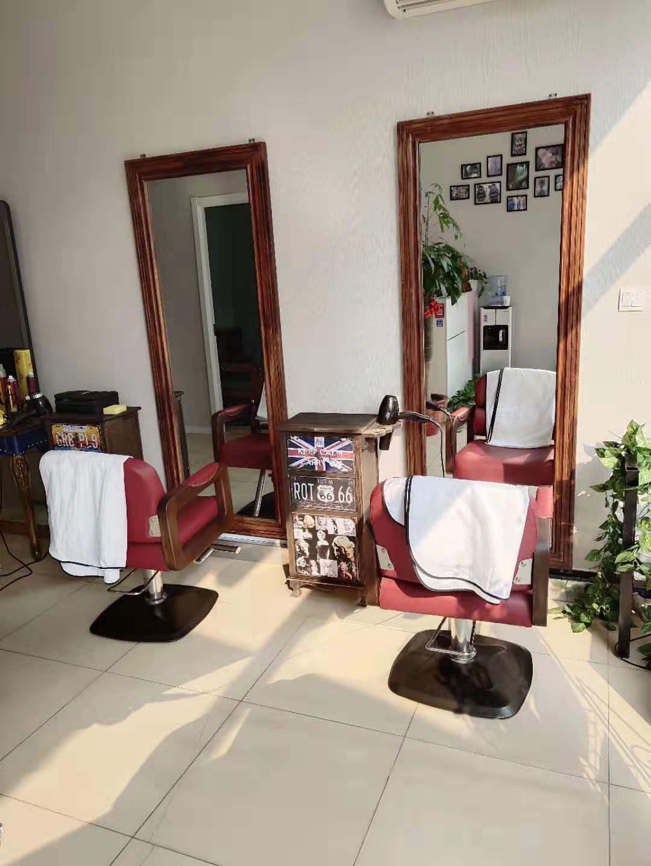 找良乡伟业嘉园小区附近哪个理发店好_就到【慕色造型】美发店